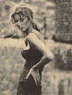 Paolo Roversi - Vogue Italia, febbraio 2002.