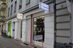 Angezogen und Frisiert Senefelderstraße 34, Prenzlauer Berg 10437 Berlin Telefon: 030 52669476