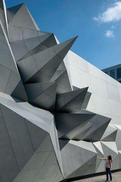 Coop Himmelb(l)au, Wolf Prix — Pavilion 21 MINI Opera Space