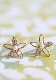 Starlight Flower Earrings from Ruche. Jewelry Box, Jewelery, Jewelry Accessories, Jewelry Design, Jewellery Earrings, Temple Jewellery, Cute Earrings, Flower Earrings, Star Earrings