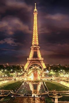 Eiffel Tower at night///Paris, France ✨✨✨