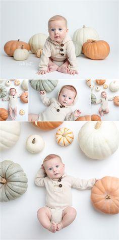 Baby Pumpkin Pictures, Halloween Baby Pictures, 3 Month Old Baby Pictures, One Month Old Baby, Monthly Baby Photos, Baby In Pumpkin, Newborn Halloween, Baby First Halloween, Theme Halloween
