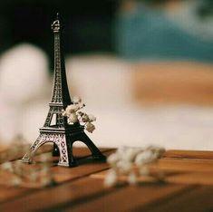 Paris Wallpaper, Unique Wallpaper, Love Wallpaper, Miniature Photography, Cute Photography, Tour Eiffel, Pics For Dp, I Love Paris, Girly Pictures