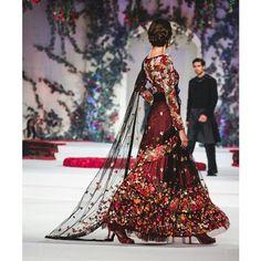 The Golden Boutique — viyahshaadinikkah: Rohit Bahl Couture Pakistani Couture, Pakistani Outfits, Indian Outfits, Indian Couture, Couture 2015, Couture Week, Diva Fashion, Asian Fashion, Fashion Ideas