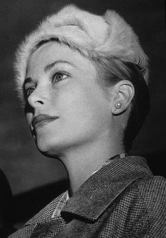 Dedicated to Grace Patricia Kelly Grimaldi American actress and Princess consort of Monaco, and her family Grace Kelly Style, Princess Grace Kelly, Princess Diana, Classic Hollywood, Old Hollywood, Patricia Kelly, Prince Rainier, Amazing Grace, Classic Beauty
