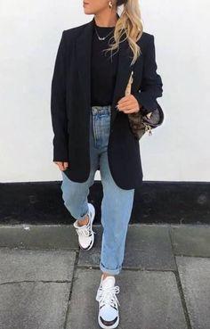 Mode femme casual chic avec un blazer noir, un jean – Red Unicorn Mode Outfits, Jean Outfits, Dress Outfits, Winter Fashion Outfits, Spring Outfits, Cute Casual Outfits, Stylish Outfits, Look Casual Chic, Edgy Chic