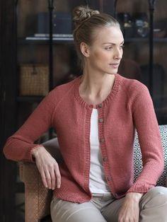 Ravelry: Naisen neuletakki pattern by Novita Cardigan Design, Knit Cardigan Pattern, Knitted Poncho, Lace Socks, Knitwear Fashion, Cropped Cardigan, Knitting Patterns Free, Cardigans For Women, Diy Clothes