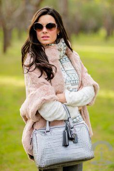 Look rosa y gris Crimenes de la Moda - pink and gray outfit - Abrigo de pelo rosa Furia Madrid Pink fur coat - Bufanda H&M scarf - gafas de sol Loewe sunglasses - bolso cocodrilo Coach crocodile bag