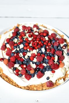 Helppo kesäkakku tuoreilla marjoilla - Easy summer cake with fresh berries Summer Cakes, Acai Bowl, Waffles, Berries, Pie, Fresh, Baking, Breakfast, Ethnic Recipes