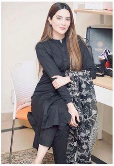 black kurti design plain with dupatta | black kurti design style pakistani | Black Kurti Design 2020 #black #kurti #with #jeans #blackkurtiwithjeans Pakistani Fashion Party Wear, Indian Fashion Dresses, Dress Indian Style, Indian Designer Outfits, Designer Dresses, Fashion Outfits, Fashion Trends, Stylish Dresses For Girls, Stylish Dress Designs