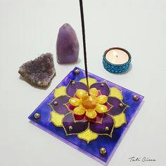 Porta incenso de vidro, tamanho 12x12cm, 3mm de espessura. Pintado em técnica vitral. Ref. 0007