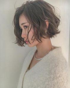 """2,436 Likes, 18 Comments - 安藤圭哉 SHIMA PLUS1 stylist (@andokeiya) on Instagram: """"#切りっぱなしボブ に #くせ毛風パーマ の、組み合わせが人気 . 春に向けてイメージチェンジもお任せください大人っぽいハンサムヘアを提案します . 金曜日からのご予約お待ちしてます .…"""""""