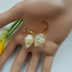 Clear Resin Crystal Point Earrings. Gold Statement Jewelry Real Dried White Flowers Earrings Bridal Jewellery Diamond Faceted Dangle Charms by MyJewelsGarden Resin Real Flowers Jewellery Made in Italy by Myjewelsgarden