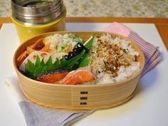 お弁当 *ポテトサラダ *鮭の塩焼き *黒豆 *酢レンコン *人参のマリネ *野菜たっぷり味噌汁