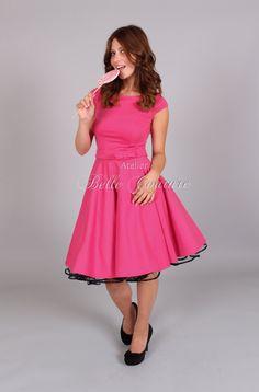 Jerseykleid mit Tellerrock - U-Bootausschnitt - kurze Ärmchen - Rocklänge ca 57cm - unipink - Schleifengürtel in pink - kann mit oder ohne Petticoat getragen werden - der Petticoat gehört nicht zum Lieferumfang, kann aber dazu erworben werden (siehe Shop Petticoat-Unterröcke)  Teile mir nach dem Kauf bitte folgende Maße mit:  -Körpergröße -Brustumfang: stärkste Stelle um die Brust -Taillenumfang: schmalste Stelle unterhalb der Rippen -Hüftumfang: stärkste Stelle um den Po…