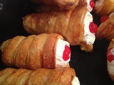 Κορνεδάκια !!! Πιό τέλεια δεν γίνετε !!!! ~ ΜΑΓΕΙΡΙΚΗ ΚΑΙ ΣΥΝΤΑΓΕΣ Cream Horns, Eclairs, Greek Recipes, Sweet Life, Christmas Treats, Sausage, Bakery, Sweets, Meat