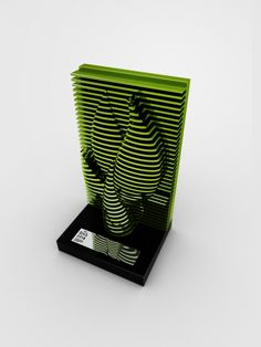 Projeto de troféu realizado em parceria com a agência Hábil design para o Prêmio Top Gás 2014, inspirado nas variadas seções do solo explorado na extração de petróleo. Também foi desenvolvido regulamento, banner, cartaz, convite, embalagem, peças de divul…