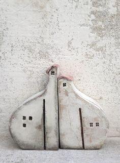 Alles, was meine Häuser hergestellt aus weißem oder schwarzem Ton sind handgefertigt und einzigartig, in einem Brennofen auf 1080 Grad verbrannt. Einige von ihnen sind verglast und einige mit Keramik oder Acryl-Farben bemalt. Meine Häuser können als eine Dekoration oder ein kunstvolles schönes Geschenk für jeden Anlass verwendet werden. Wenn Sie, eine Miniaturausgabe des eigenen Heims oder ein fremdes Haus als ein besonderes Geschenk haben möchten, zögern Sie nicht, kontaktieren mich und…