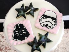 Fawn - Handcrafted Celebrations's Birthday / Star Wars - Pink and Sparkly Star Wars Party at Catch My Party Girls Star Wars Party, Star Wars Baby, Meninas Star Wars, Starwars, Tema Star Wars, Aniversario Star Wars, Easy Games For Kids, Star Wars Cookies, Birthday Party Decorations