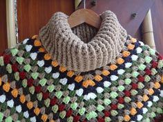 Poncho feito com o Ponto Maravilhoso  Quentinho e Gostoso de Fazer  Baby à Adulto - YouTube Crochet Diy, Crochet Tunic, Knitting Paterns, Crochet Stitches, Prayer Shawl Patterns, Granny Square Sweater, Girls Poncho, Poncho Shawl, Yarn Crafts