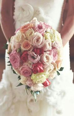Wedding bouquet by Cristina Faluomi