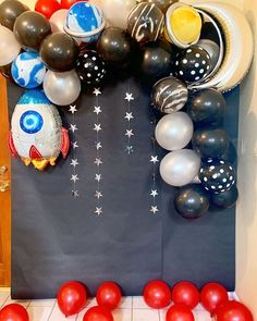 Get ready for galaxy party balloon decoration ideas that would leave your speechless. Filled with colors and a theme of galaxy balloon joyrides, you do not want to miss these ideas for your next galaxy-themed birthday party decorations. Boys First Birthday Party Ideas, Party Themes For Boys, Birthday Parties, Balloon Decorations Party, Balloon Garland, Birthday Party Decorations, Galaxy Balloons, Astronaut Party, Space Party
