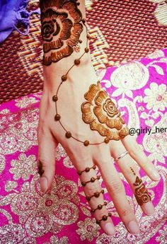 Simple henna Henna Tatoos, Henna Tattoo Designs Arm, Mehndi Tattoo, Mehndi Art, Henna Mehndi, Henna Art, Mehendi, Tattoos, Pretty Henna Designs