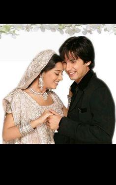 La protagonista Poonam (Amrita Rao) junto a Prem (Shahid Kapoor) Wedding Couple Poses, Couple Posing, Wedding Couples, Wedding Bride, Cute Love Couple, Best Couple, Famous Pairs, Amrita Rao, Shahid Kapoor