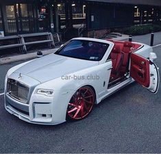 car accessories Rolls Royce white and red.Rolls Royce white and red. Auto Rolls Royce, Voiture Rolls Royce, Rolls Royce Wraith, Rolls Royce Phantom, Luxury Sports Cars, Top Luxury Cars, Sport Cars, White Rolls Royce, Rolls Royce Dawn