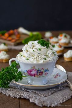 Spring herb spread - palate poetry - Spread of fresh spring herbs. Dessert Dips, Trifle Desserts, Oreo Dessert, Pudding Desserts, Strawberry Desserts, Dessert Table, Spring Desserts, Desserts For A Crowd, Food For A Crowd