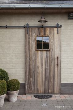 not the mat though Old Doors, Windows And Doors, Exterior Design, Interior And Exterior, Future House, My House, Exterior Front Doors, Outdoor Living, Outdoor Decor
