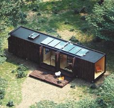 Would you live here? I would 🙋🏼♀️ Shipping container converted into a tiny house, with solar panels even! Building A Container Home, Container Buildings, Container Architecture, Architecture Design, Tiny Container House, 40ft Container, Building Architecture, Shipping Container Home Designs, Shipping Container House Plans