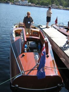 Contemporary classic wooden boat - COOL!