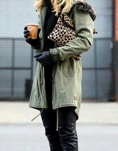 a parka and a clutch Brooklyn Blonde, Mac Satin Taupe, Style Me, Your Style, Faux Leather Pants, Leather Gloves, Street Chic, Street Fashion, Autumn Winter Fashion