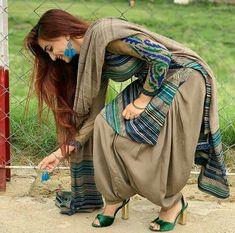 Patiala Suit Designs, Patiala Salwar Suits, Kurta Designs Women, Kurti Designs Party Wear, Saree Blouse Designs, Churidar Designs, Pakistani Dresses Casual, Pakistani Dress Design, Pakistani Suits