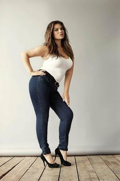 This girl knows her body. The incredible tilt and booty pop, minimize the shoulder line, minimize the waist. Shows off toned arms.