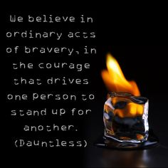 divergent - insurgent... Creemos en los actos ordinarios de la valentía, en el coraje que impulsa a una persona a ponerse de pie por otro. impávido