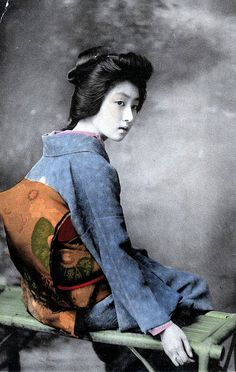 Geisha HAMAYU 1905    A hand-coloured postcard of the Geisha Hawaryu showing her Obi, from around 1905.