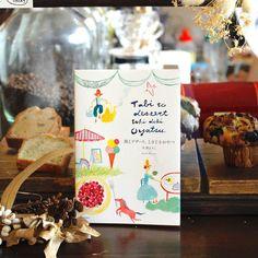 【本とコーヒー tegamisha】  スペインの街で見つけた外はカリッと中はもっちりなチュロスやデンマークのおばあさんの特製ロールケーキ、台湾の屋台で出会った喉越し柔らかな豆花(トウファ)…。著者・平澤まりこさんが旅で出会った、さまざまな国で愛されるデザートを紹介した『旅とデザート、ときどきおやつ』(河出書房新社)。水彩の軽やかなタッチで描かれたイラストは、見ているだけで世界旅行をしている気分になれますよ。    #手紙社 #手紙舎 #本とコーヒーtegamisha #旅とデザートときどきおやつ #平澤まりこ #河出書房新社 #旅 #デザート #おやつ