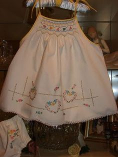 From vintage pillowcase to smocked sundress. I've made a lot of little girl dresses out of vintage pillowcases but never thought of smocking one til now. This is really pretty!