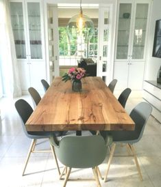 Dining table Dining room Solid wood table Custom made oak table .- Dining table Dining room Solid wood table Custom made oak table Solid Wood Table, Oak Table, Wooden Tables, Tree Table, Mid Century Modern Living Room, Living Room Modern, Living Room Decor, Living Rooms, Mid Century Modern Chandelier