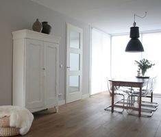 Slaapkamerkast on Pinterest  Brocante, White Sideboard and Country ...