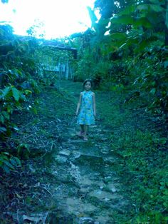 Mi hija recorriendo mis pasos
