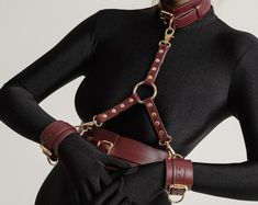 Premium quality leather BDSM and fetish accessories de FPLAY Slave Collar, Collar And Leash, Collar Choker, Submissive, Hog Tied, Leather Handcuffs, Leather Collar, Leather Harness, Long Gloves