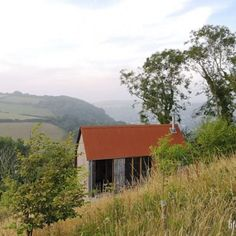 A highly detailed yet simple woodcutter's refuge cabin situated on a hillside in Devon. As featured in volume two of the cabin bible 'Cabin Porn Inside'. Deck Design, Modern House Design, Ireland Homes, House Ireland, Garden Cabins, Cabin House Plans, Barn Renovation, Into The West, Fantasy House