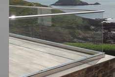 Fascinating tempered glass deck railing ideas to refresh your home Glass railing ideas