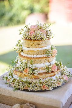 Frostless cakes are the new biggest trend. How can you not love this trend with how beautiful they turn out?!