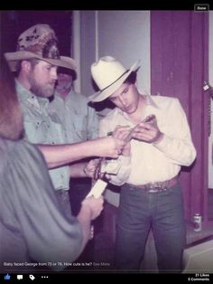 Baby faced George from or was so cute and still is! Country Musicians, Country Artists, Country Singers, Country Music Stars, Country Men, George Strait, Family First, King George, American Singers