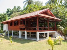 You see houses like this everywhere in Thailand, but seldom as nice looking as this one. Also notice the build in bench. Bamboo House Design, Wooden House Design, Mini Chalet, Hut House, Asian House, House On Stilts, Tropical Houses, Cottage Homes, House In The Woods
