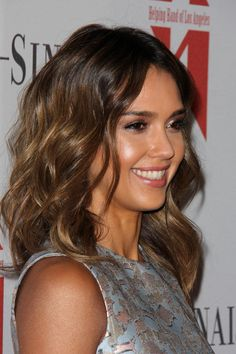 A 1-inch-barrel curling iron and sea salt spray are all you need to replicate Jessica Alba's beachy, shoulder-length hairstyle. Blunt-cut ends help keep shorter hair looking thick and healthy.